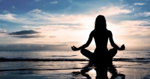 Pratiquer le yoga avec un masque d'entraînement en Altitude / Training Mask